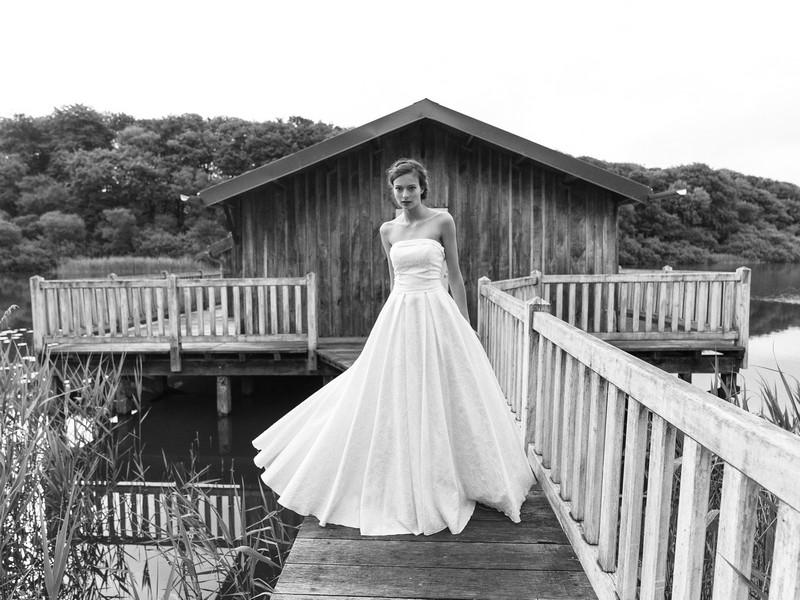 Das Brautkleid Apolline von Lambert Creations passt herrlich zu Boho und Vintage Hochzeiten.