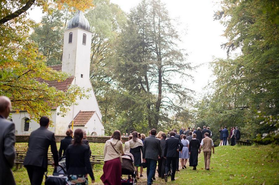 Das Kirchlein St. Clemens im Weltwald bei Freising eignet sich für Trauungen. Foto: Petra Hennemann