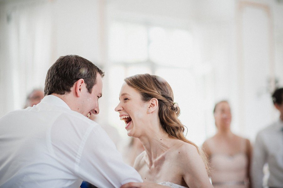 Eine Hochzeit auf Schlösschen Hesselohe - die perfekte Inspiration für Brautpaare, die eine sommerliche Hochzeit planen und viel selbst machen wollen.