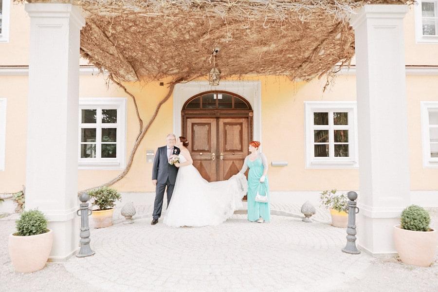 Romantisches Kleid, romantische Location, romantische Deko - eine Traumhochzeit auf Schloss Blumenthal in Aichach von Martin Spörl.Romantisches Kleid, romantische Location, romantische Deko - eine Traumhochzeit auf Schloss Blumenthal in Aichach von Martin Spörl.