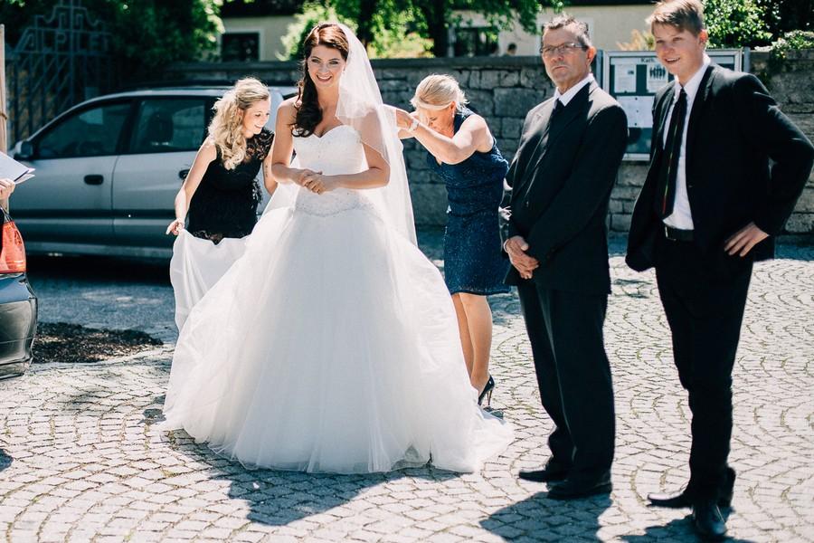 Eine Hochzeit voller Inspiration und traumhafter Motive auf Gut Sedlbrunn zwischen Augsburg und Ingolstadt. Unbedingt anschauen und staunen!