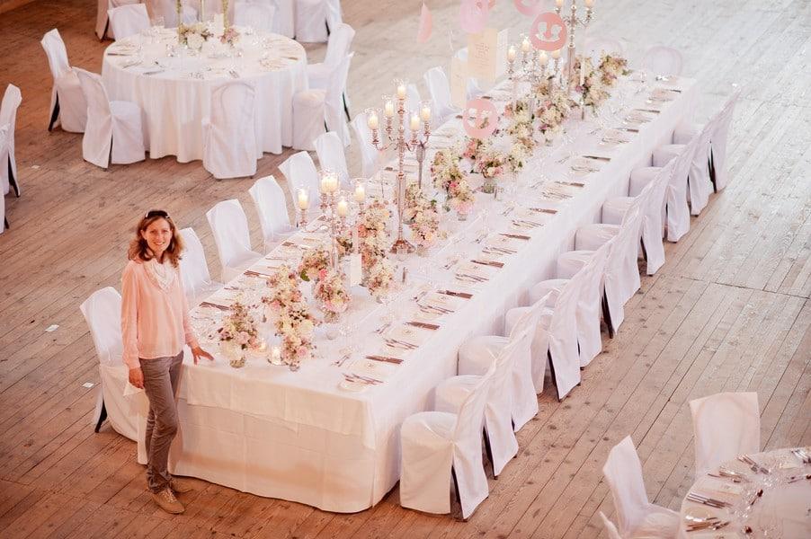 Sonja Neubert von Trauwerk bei einer ihrer Hochzeiten auf Gut Sonnenhausen.