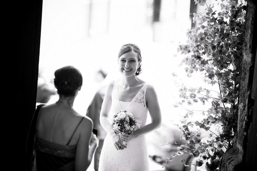 Braut vor der Trauung im Vintage-Kleid. Foto: Stafanie Danner.