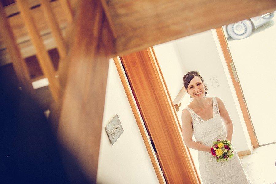 Braut vor dem First Look. Foto: Stefanie Danner.