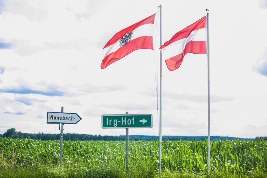Schild zum Irghof in Österreich.