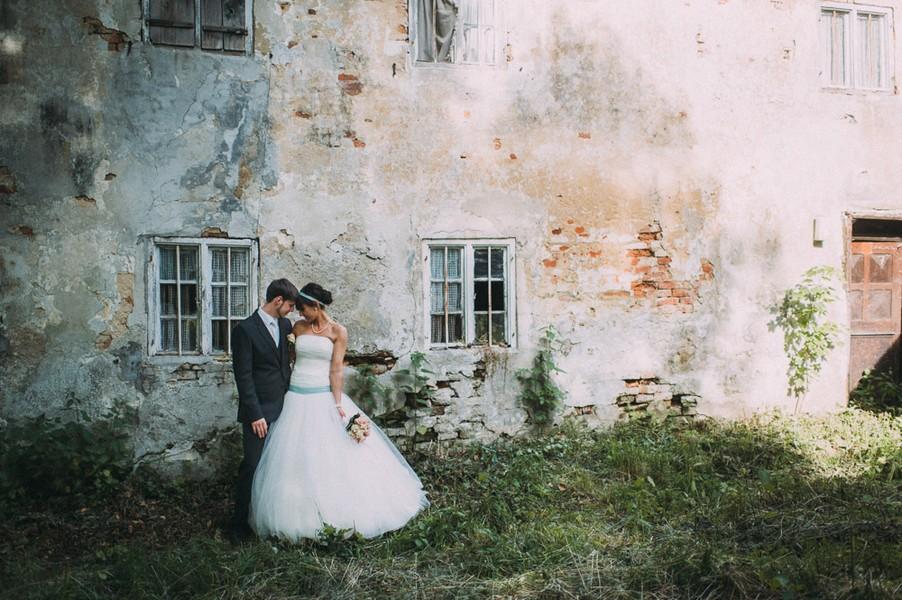 Eine Hochzeit in den Farben Türkis und Weiß in Kloster Holzen.