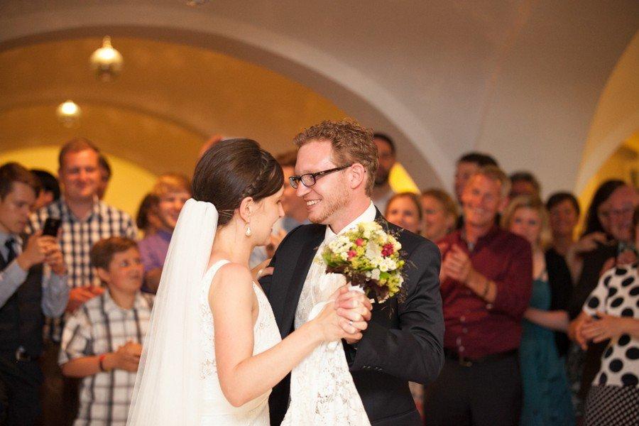 Eröffnungstanz. Eine Hochzeit auf dem Irghof. Foto: Stefanie Danner.