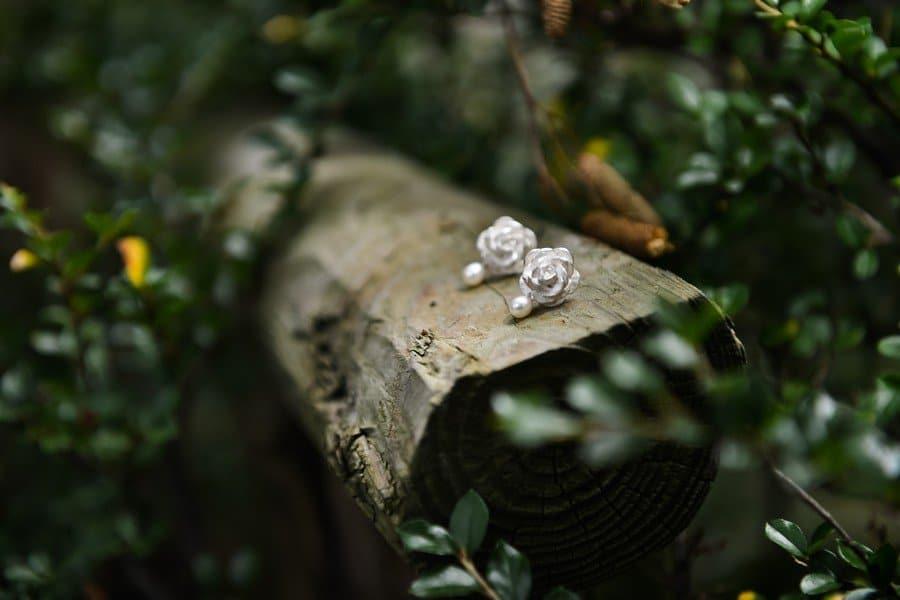 brautschmuck-silber-ohrringe-ohrstecker-rose-perle-goldschmied-johanna-otto-gilching-muenchen