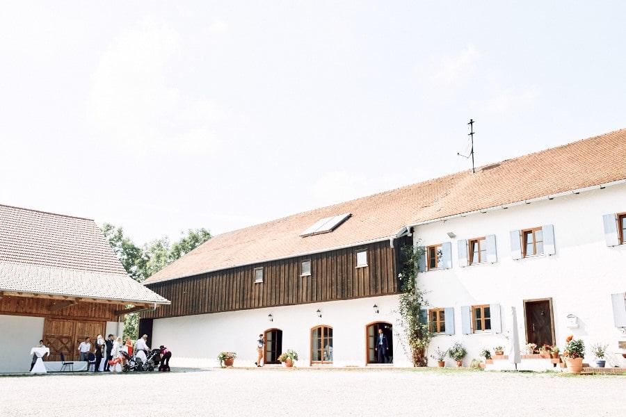 echte-hochzeit-inspiration-laendlich-natur-gut-thurnsberg-muenchen-bayern-martin-spoerl-location