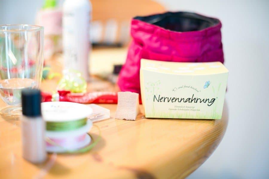 nervennahrung-hochzeit-rosa-gruen-pastell-inspiration-schloss-atzelsberg-nuernberg-frau-herz