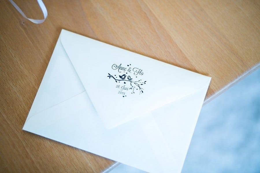 Papeterie mit Logo aus Vögeln in blau.