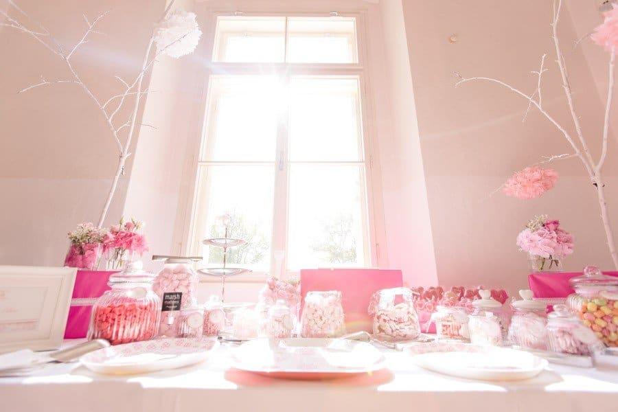 eine hochzeit in rosa und pink am w rthersee. Black Bedroom Furniture Sets. Home Design Ideas