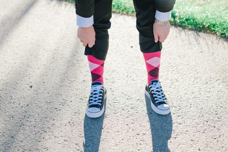 Pinke Socken für den Bräutigam.