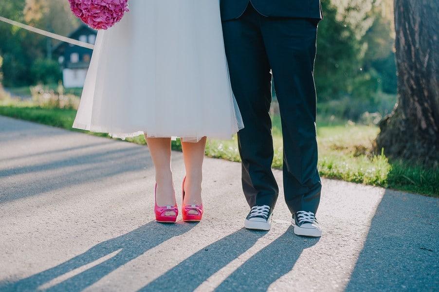Pinke Highheels zum Hochzeitskleid in pink.
