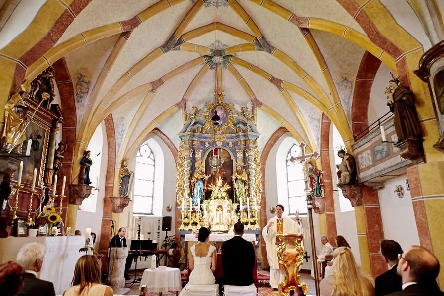 Die idyllisch gelegene Kirche St. Ulrich auf dem Ulrichshögl liegt in der Nähe der Reiteralm bei Berchtesgaden.