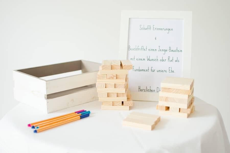 Idee für ein etwas anderes Gästebuch mit Jenga Holzbausteinen