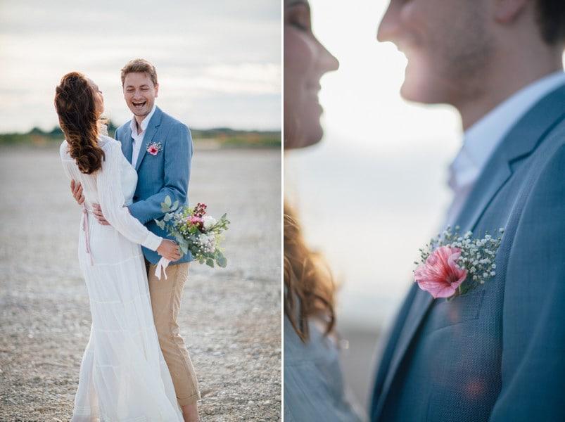 Ein Brautpaar im Boho-Look, lässig, natürlich und nah an der Natur.
