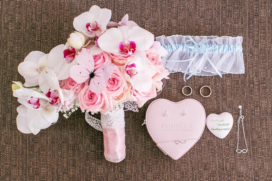 Brautstrauß mit rosa Orchideen.