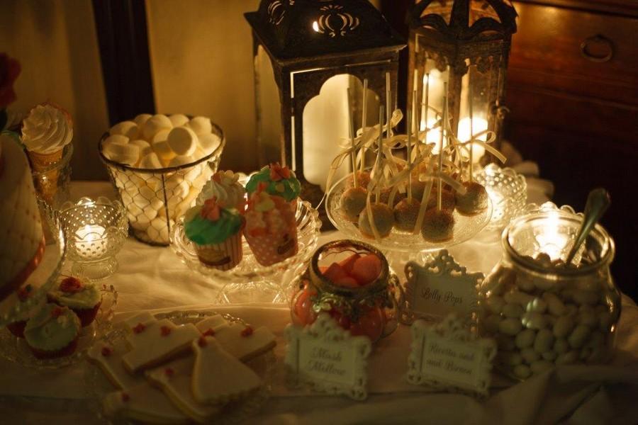 Eine Candybar im Kerzenschein