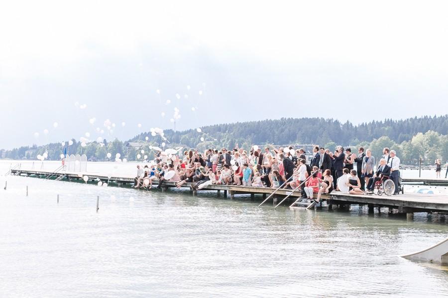 hochzeit-luftballons-steigen-lassen-steg