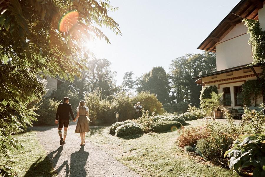 Weg zum Standesamt auf der Roseninsel im Starnberger See.