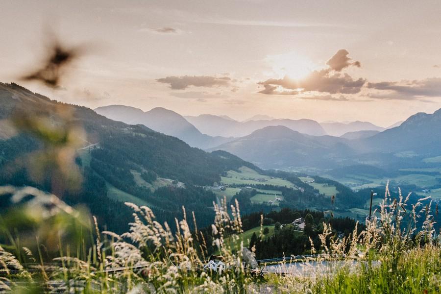 Bergpanorama: Der Blick von der Brenneralm in die Berge