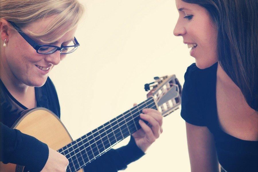 Das Lieder-Duo Ave Cantori Hanna und Alexandra