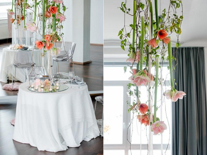Tischdeko für die Hochzeit mit hängenden Blüten.