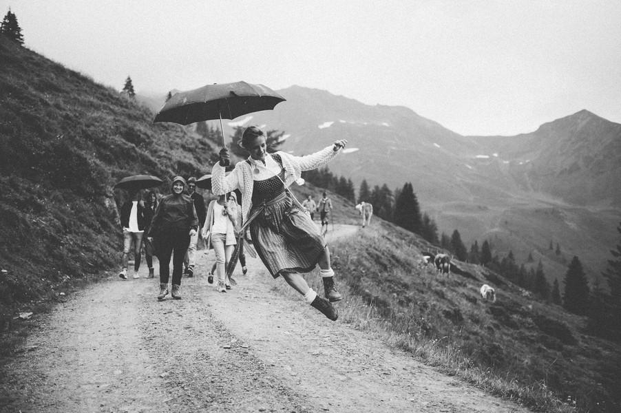 Hochzeitsgesellschaft beim Bergstadl Hinterglemm