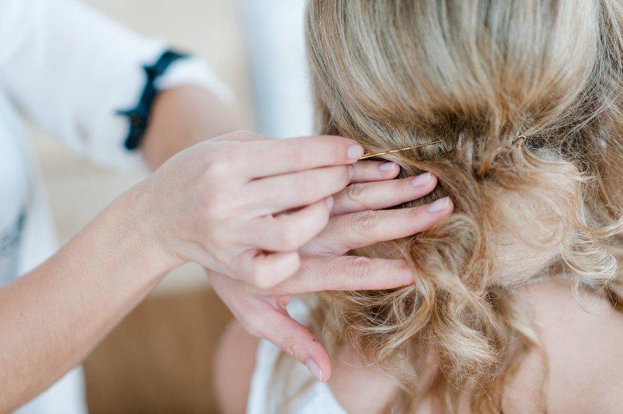 Brautfrisur zum Hochstecken selbermachen