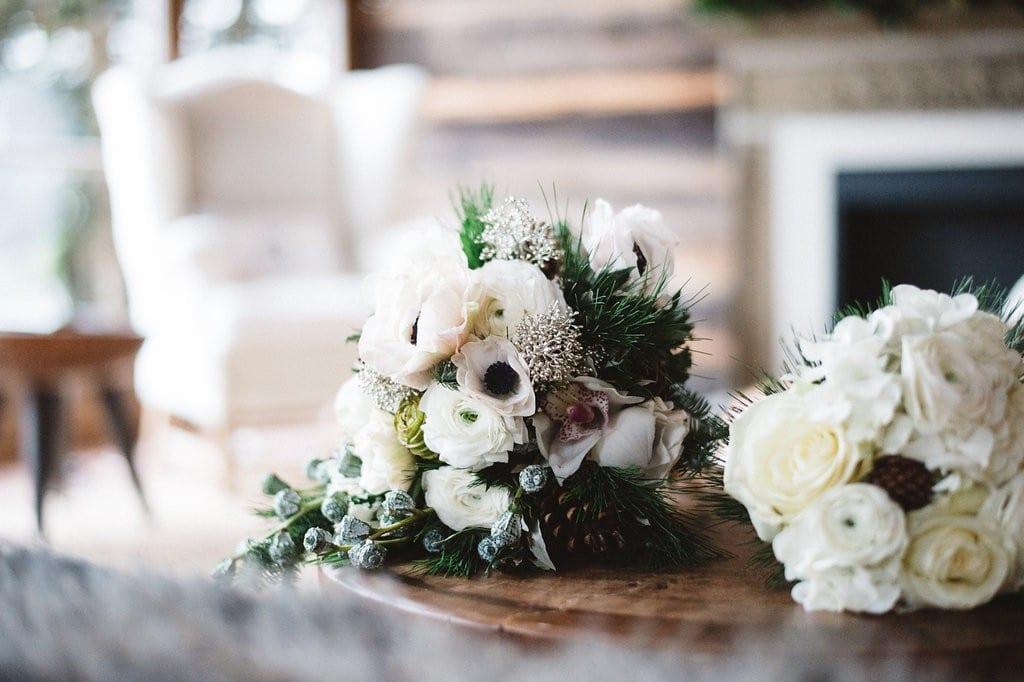 Winter Brautstrauß in Weiß und Grün