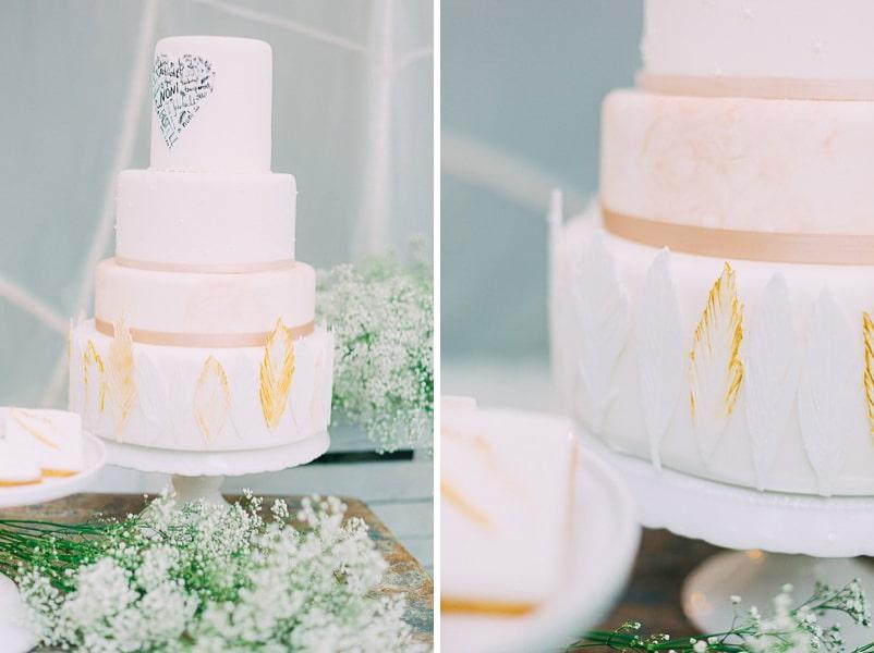 Hochzeitstorte in Weiß und Gold