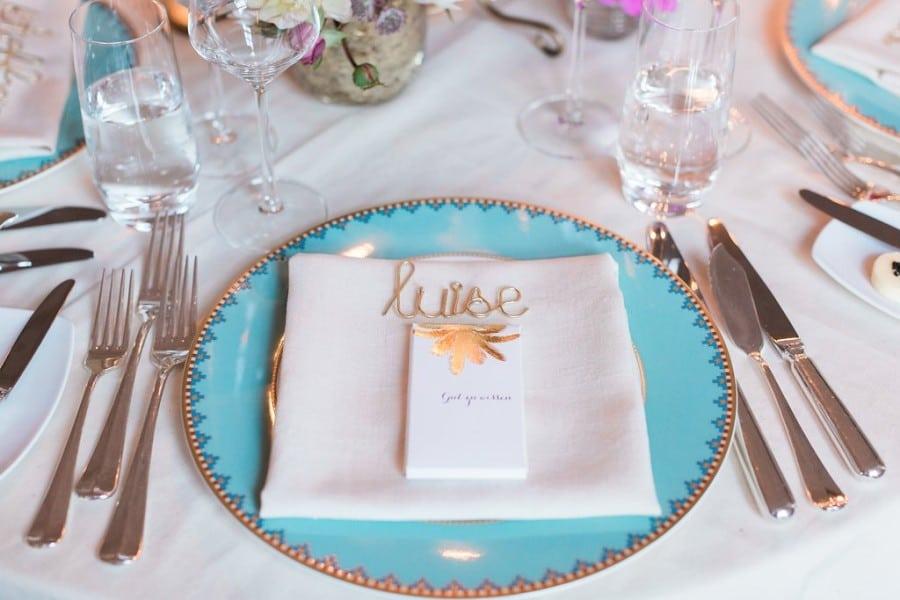 Tischdeko für eine Hochzeit in Türkis und Gold