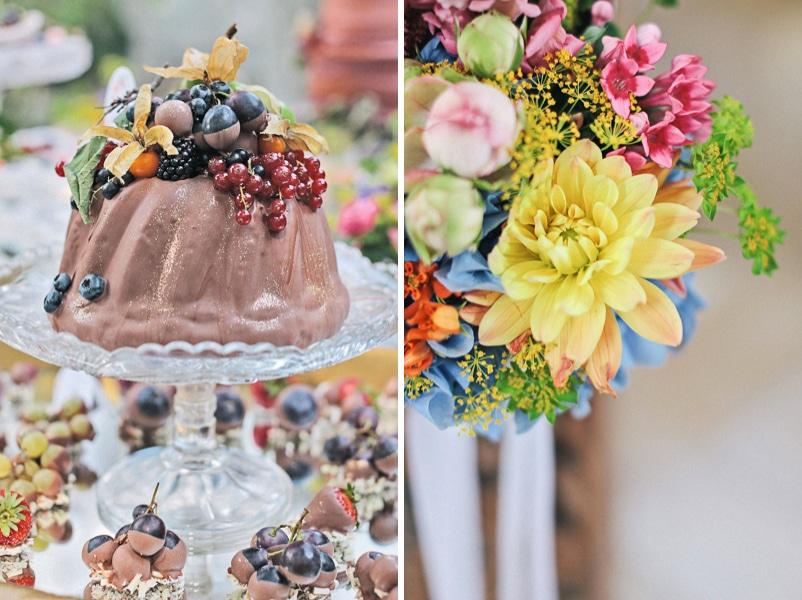 Ein Sweet Table mit braunem Guglhupf und Früchten