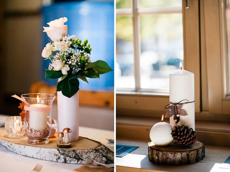Tischdeko mit Holzscheibe und Rose im Vintage-Stil