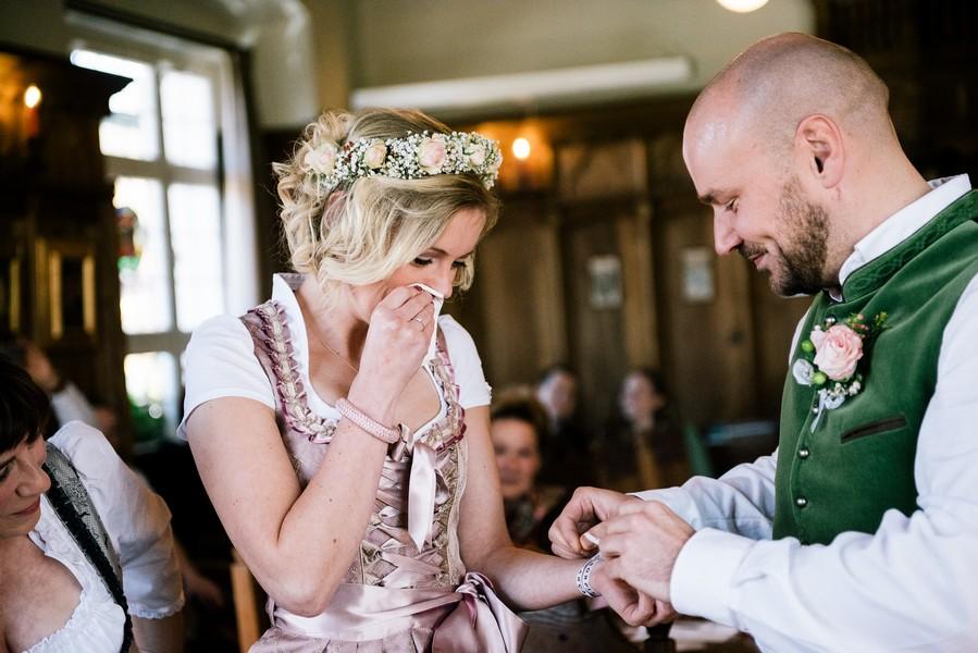 Eine Hochzeit am Schliersee, stilecht im Dirnd und mit Feier in der Alpenrose