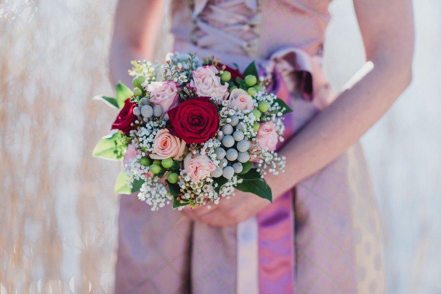 Brautstrauß in rosa passend zum Dirndl