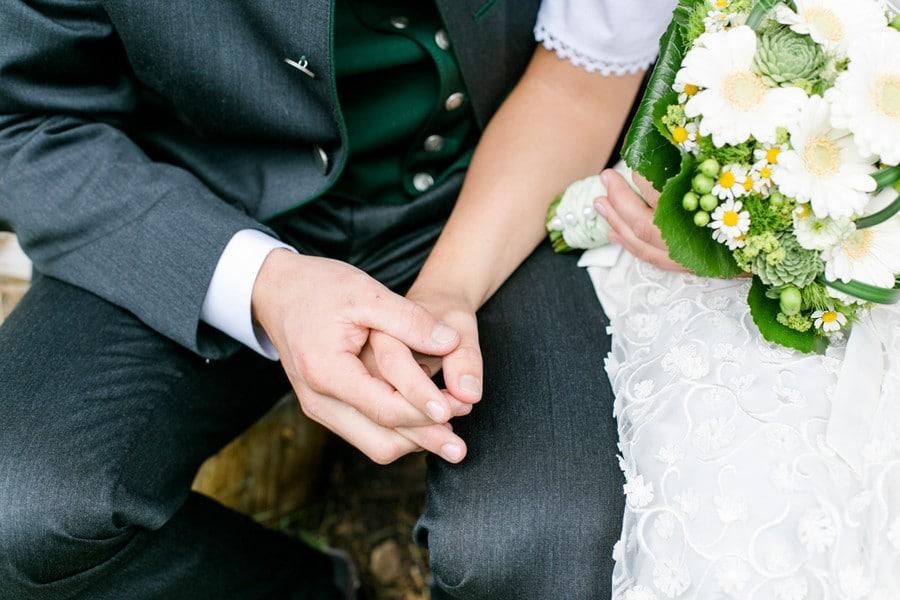 Zauberhafte Hochzeit mit Tracht und Dirndl in den Tiroler Bergen