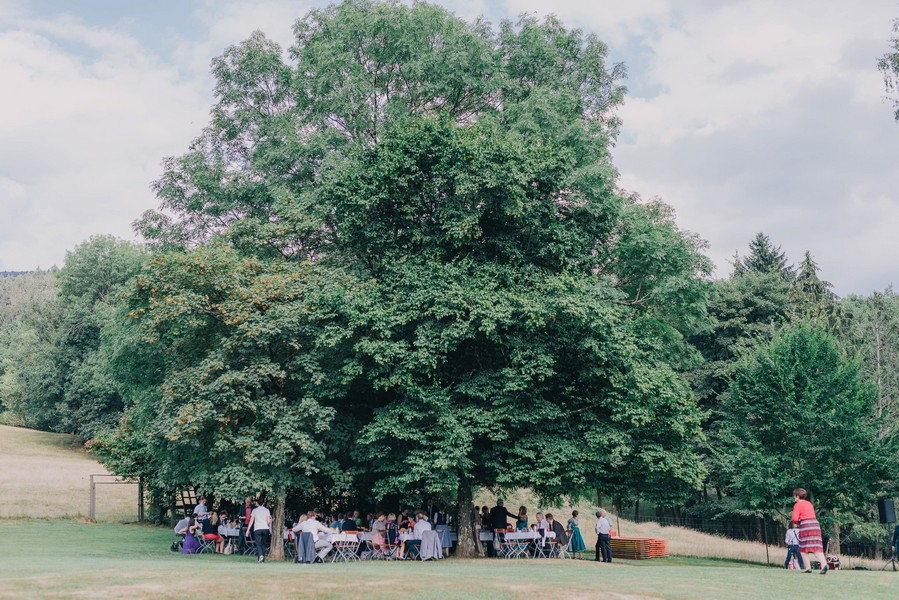 Vintage-Hochzeit in Purple, Blau und Lila in Niederbayern (Bernried und Straubing) im Wildberghof Buchet.