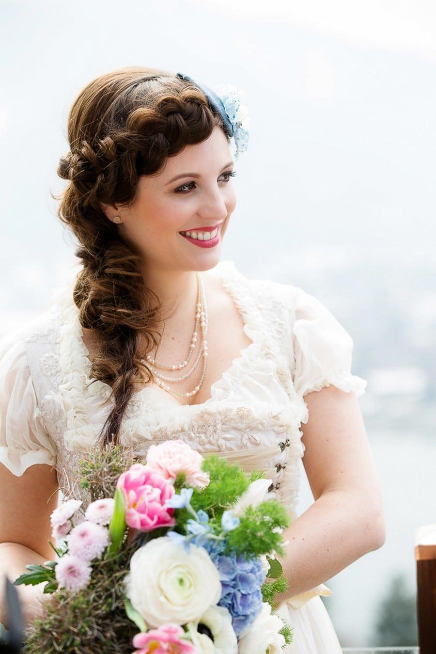 Brautfrisur passend zum Dirndl mit langen Haaren