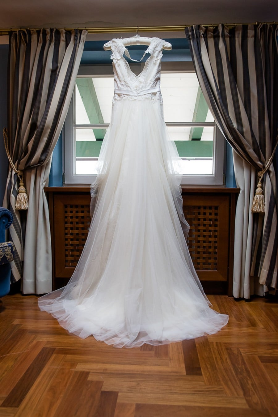 Fließendes Boho-Brautkleid von The White Dress Company