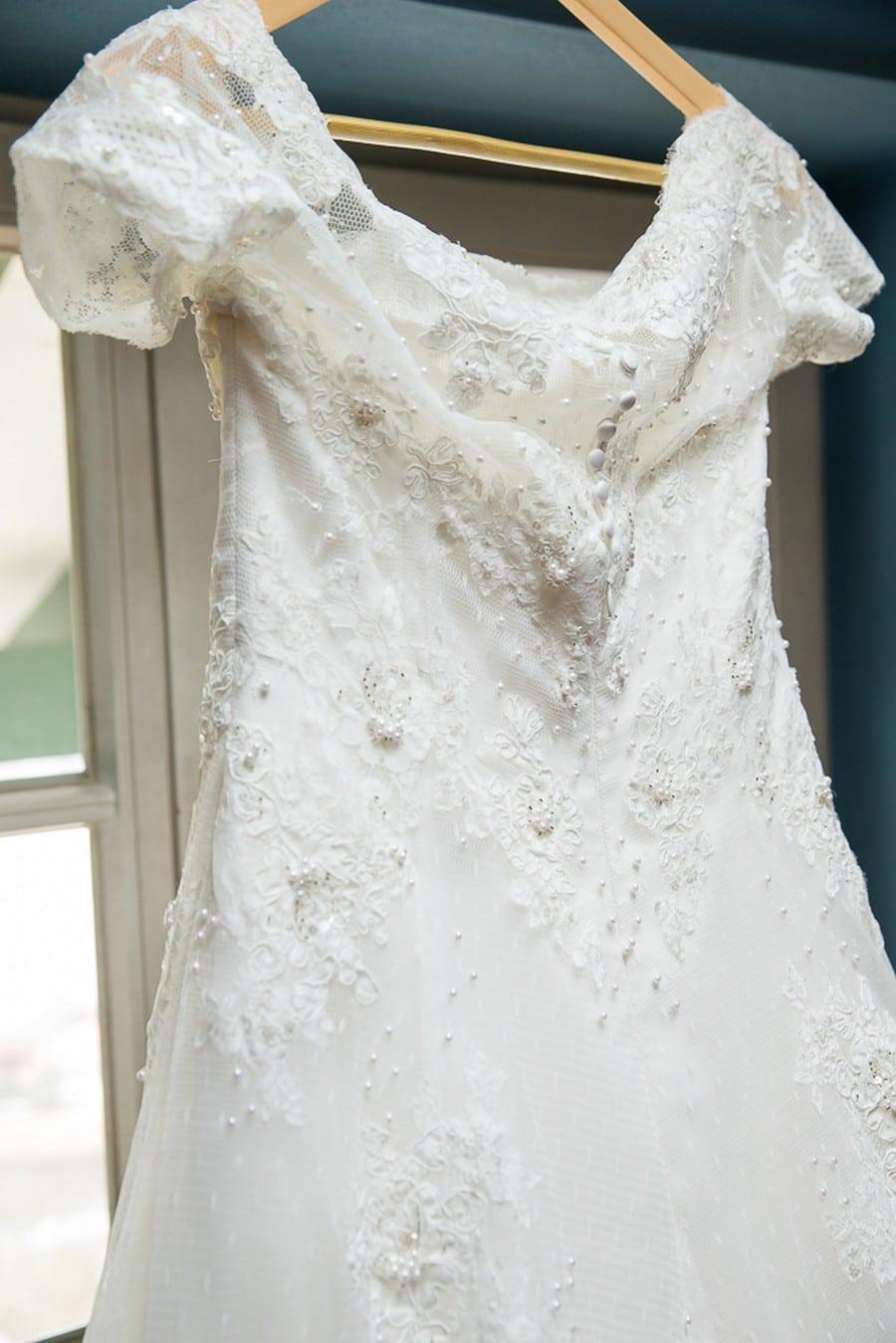 Luxus Brautkleid mit weitem Rock und großer Schleppe