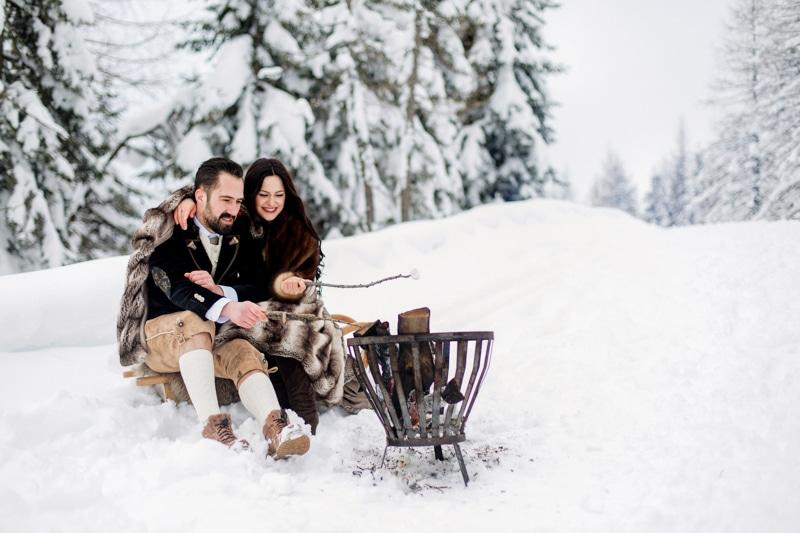 Inspirationen für eine Winterhochzeit mit Feuerschale