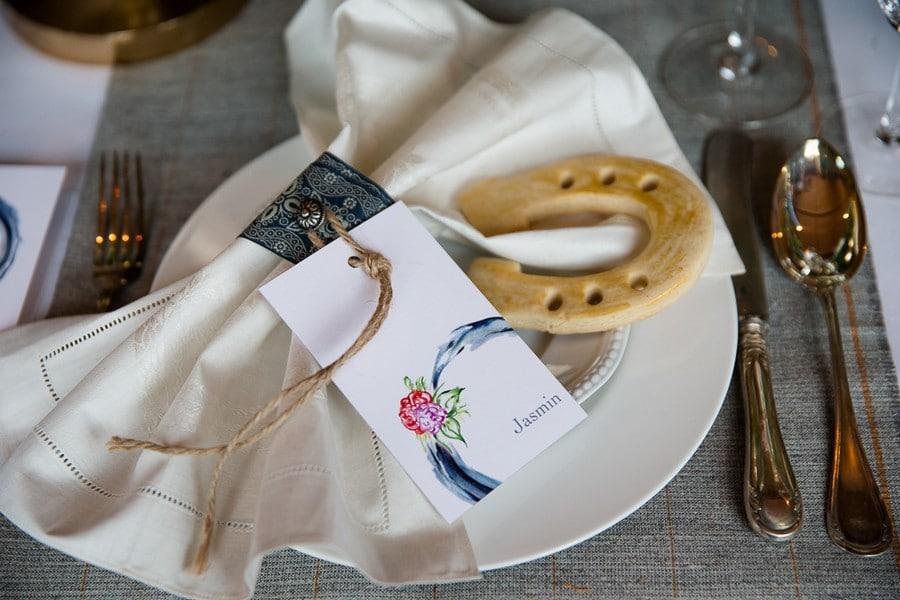 Gebackene Hufeisenkekse als Gastgeschenk für die Hochzeit