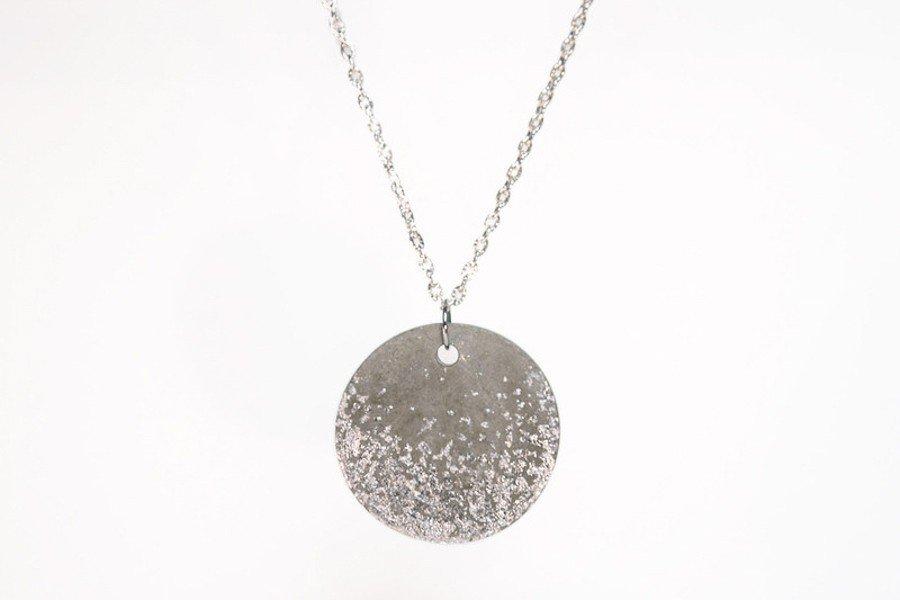 Brautschmuck aus Beton: Anhänger mit Silber