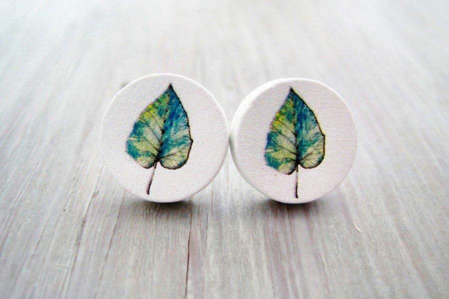 Brautschmuck aus Holz: Blätter auf weißem Grund - Ohrstecker