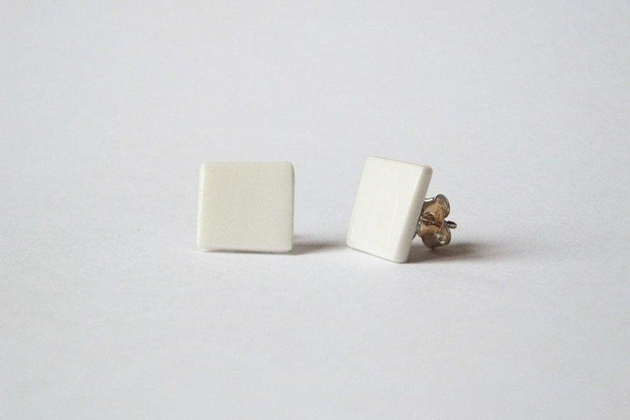 Brautschmuck aus Porzellan: Geometrische Ohrstecker in weiß