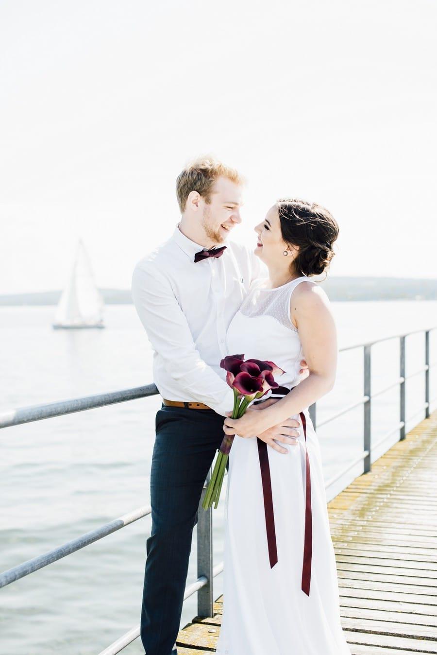 Inspiration für eine Hochzeit im Vintage-Stil der 20er Jahre in den Farben Pflaume, Lila, Rot und Mint am Bodensee