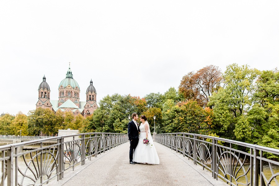 Brautpaar-Fotos an der Isar in München