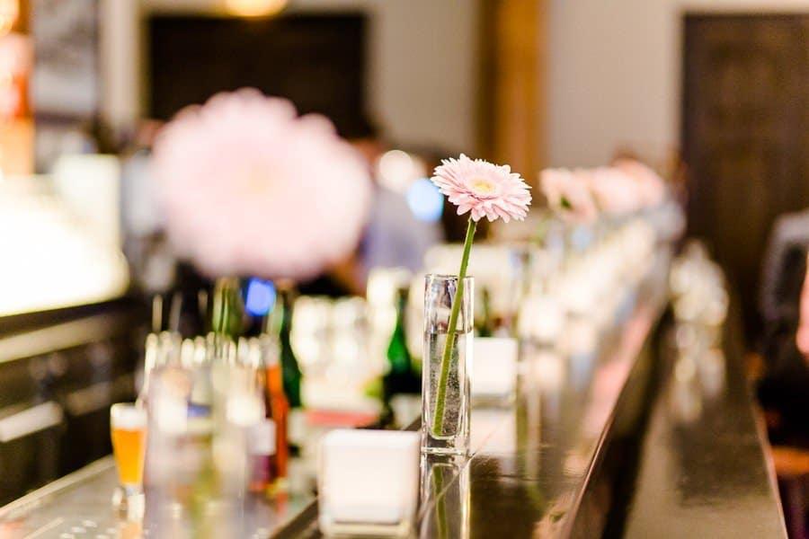 Hochzeisfeier im Wirtshaus in der AU - Deko der Tische